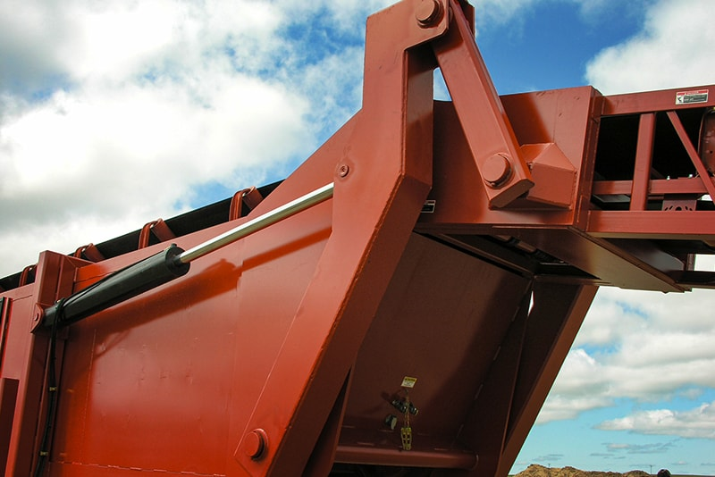 Optional Tail Hydraulic Fold | Superior Industries