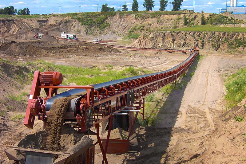 Material running on overland conveyor | Superior Industries