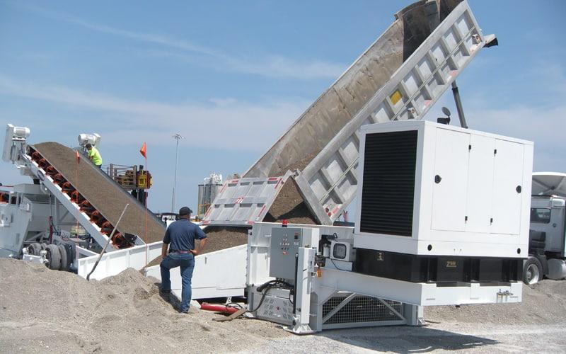 hubbard-construction-razertail-truck-unloader-by-superior-industries