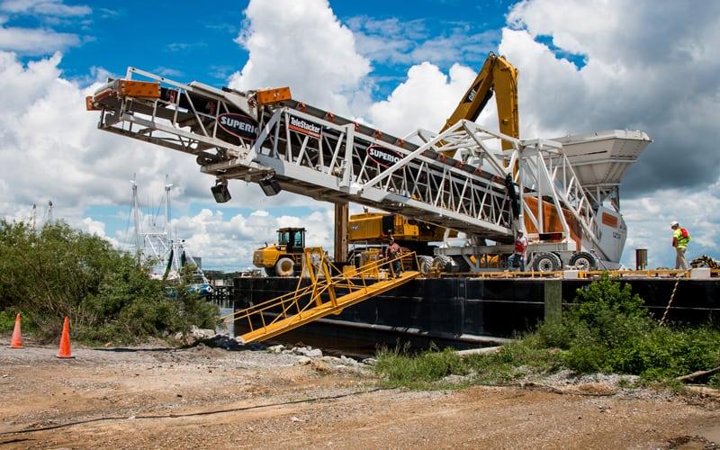 pontchartrain-materials-barge-unloading-telestacker-conveyor-by-superior-industries-3