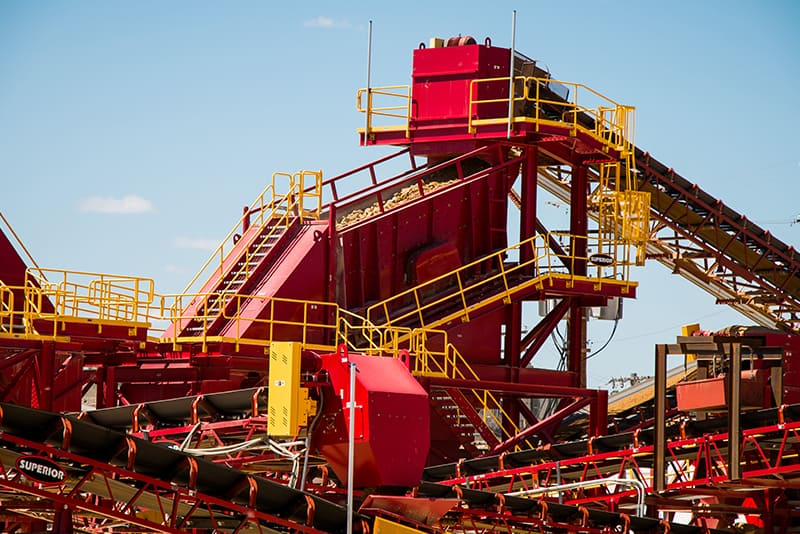 customer-story-kraemer-mining-construction-management-by-superior-industries