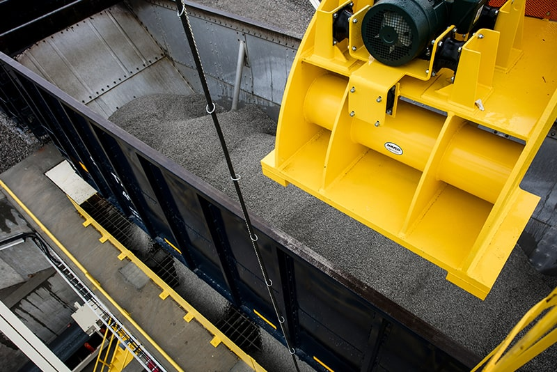 customer-story-scottys-contracting-rail-loading-by-superior-industries-2