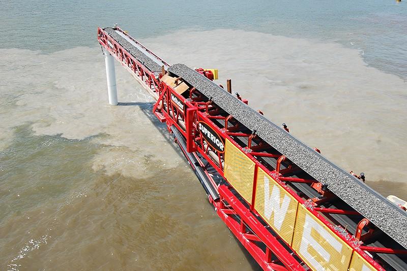customer-story-weeks-marine-barge-mounted-telestacker-by-superior-industries-4