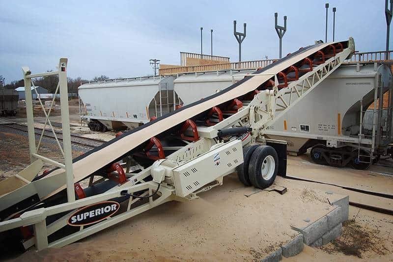 RazerTail Truck Unloader of Frac Sand | Superior Industries